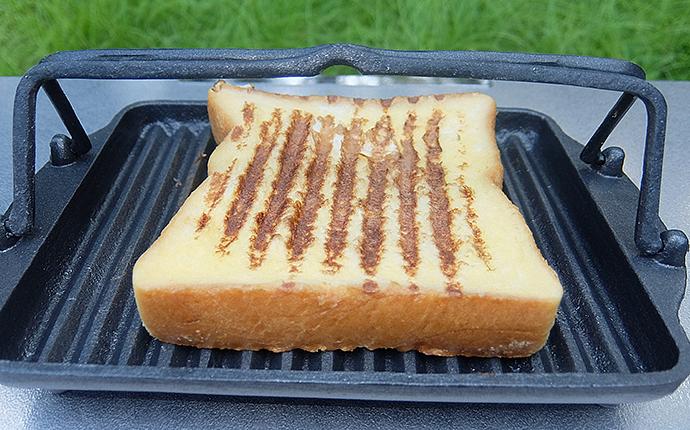 グリルプレート黒舟で焼いたフレンチトースト